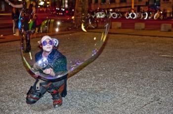 Bubblica zeepbellen straattheater op Heel Nijmegen Plat 2013 1.jpg