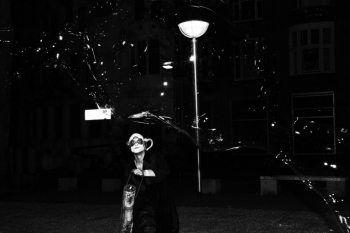 Bubblica zeepbellen straattheater op Heel Nijmegen Plat 2013 2.jpg