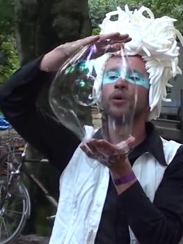 Bubblica zeepbellen performance op Bosjesfestival-1.png