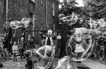 Bubblica zeepbellen performance op YAY Kinderfestival-1.jpg