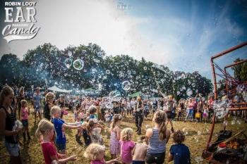 Bubblica zeepbellen performance op Manana Manana-1.jpg