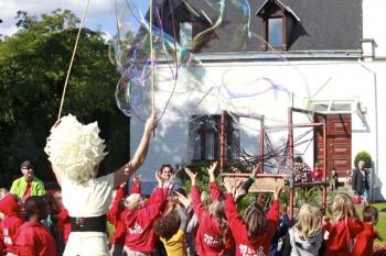 Bubblica zeepbellen performance op Provinciedomein Vlaams-Brabant, Huizingen-05.JPG